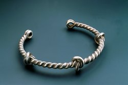 Sliver twisted torque Bronze twisted torques were often part of prestigious women's clothing from the Italian Veneto to western Slovenia during the Late Iron Age. Extremely rare are sliver torques with three knots, as discovered at Berlotov rob in Tolminsko.