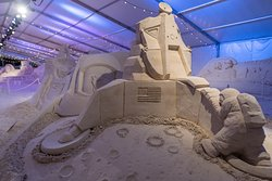 The annual Pier 60 Sugar Sand Festival transforms Clearwater Beach into an artistic wonderland every April.