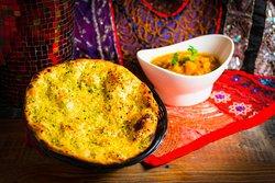 Lahsuni Gobhi & Garlic Naan