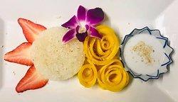 Khaow Neauw Mamuang (Sticky rice with mango)