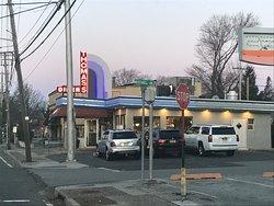 Thomas's Ham & Eggery Diner exterior