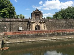 Fort Santiago, a 16th century military defense structure, stands witness to the valor and heroism of Filipino through the centuries.  Adaptive use of this famous historical landmark makes certain areas ideal for open air theater, picnics and promenades.