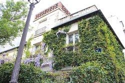Дом на углу площади Тертр
