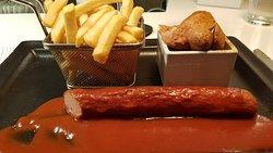 Die feine Currywurst an der Hotelbar