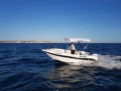 Barco Voraz 5.0 de alquiler sin licencia en Santa Pola 2/4/8 horas  en movimiento de lejos