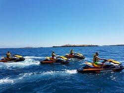 Motos de agua (Jet Ski)  sin necesidad de licencia en movimiento por Santa Pola
