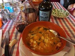 Zuppa di fagioli e cavolo nero con cipollina fresca