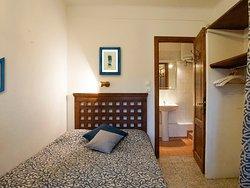 appartement F2 n°1 chambre séparée avec salle de bains