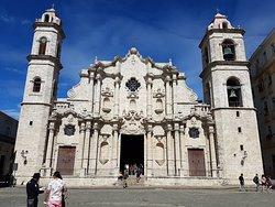 La très belle et très hispanique cathédrale de La Havane.