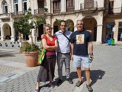 Mes amis Josée et Jon avec Yosvan (au centre), notre excellent guide de Cuban Classic Tours.