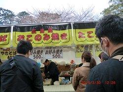 ここで並んで「広島風お好み焼き」を購入。