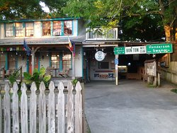 Blue Moon Guest House and Saloon