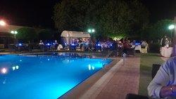 Buffet près piscine
