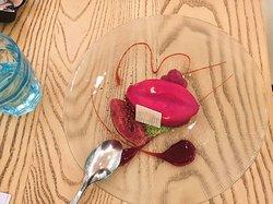 Dieses Dessert heisst: die Lippen von Gala ... Gala war die Frau vom S. DALI