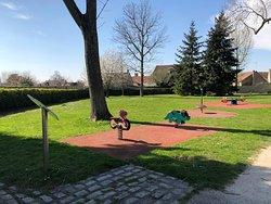 Aire de jeu d'enfants au Parc du Cèdre