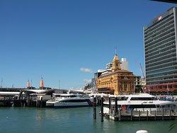 Mall de Auckland, a unos minutos caminando del hotel.