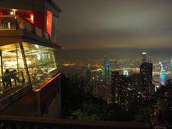 カフェで夜景を見るならテラス席がお勧め。