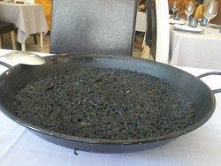 Paellera de arroz negro