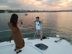 yacht tour on the Han River