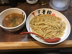濃厚な魚介系スープが堪りませんね(^。^)