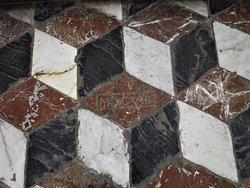 MDCVIII: 1608, data incisa sul pavimento dietro l'altare maggiore.