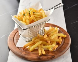 Good food can be eaten even at midnight. French fries