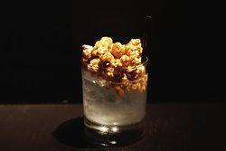 Popcorn cocktail - popcorn-infused gin with a crown of popcorn, because it can't be too much popcorn! Коктейль Popcorn - джин настоянный на карамельном попокрне, украшеный шапкой попкорна, потому что много попкорна не бывает!