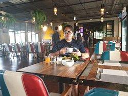 การรังสรรค์อาหาร นอกจากฝีมือแล้ว ความใส่ใจก็สำคัญ ขอบคุณ คุณธีระยุทธ พุ่มประเสริฐ เชฟมากความสามารถ แห่ง T Pattaya Hotel 🌍