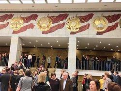 Холл Дворца располагает к неспешным прогулкам и созерцанию...