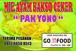 Mie ayam berisi potongan daging ayam asli dan bertoping bakso sapi serta ceker ayam
