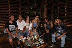 Cantor Armandinho com amigos no Bukit.