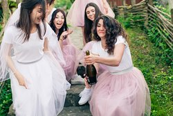 We host your hen's party where you will have a lot of fun!