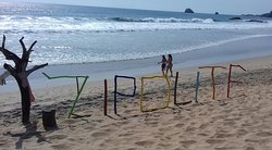 La playa nudista de Zipolite en la costa de Oaxaca ! The nudist beach of Zipolite on the coasline of Oaxaca !