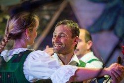 Typical Tyrolean Dancing / Typische Tiroler Volkstänze