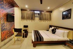 A/c Deluxe Room  Queen Bed Room Size 220 Sq ft