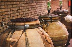 anfore di terracotta per alcuni vini speciali- clay jar for special wines
