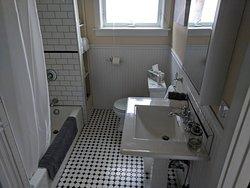 Buffalo Suite Bath
