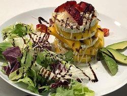 Ensalada de Mango y queso de cabra.