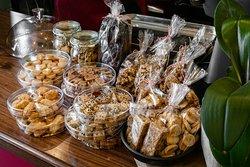 מבחר עוגות ועוגיות עבודת יד