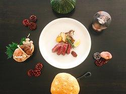 食材へのこだわりを追求する「ラ・スピアッジャ」厳選された食材をシンプルに炭火で味わう。