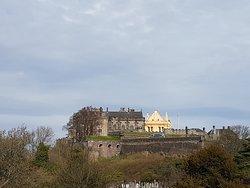 Le château au loin