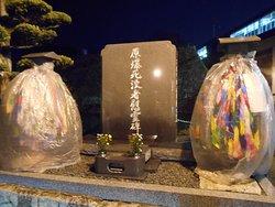 広場にある原爆被害者の慰霊碑