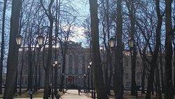 Вид на музей из парка им. Глинки