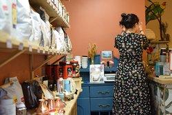 Магазин кофе собственной обжарки. Fresh roaster coffee shop.