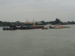 Múa rồng trên sông Hồng