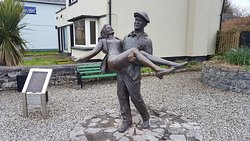 Statue of John Wayne and Maureen O'Hara