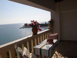 deepbluevilla luxury suites by the sea