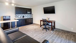 MG HotelConferenceCenterTyler Tyler TX Guestroom Suite