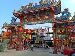 Loem Hu Thai Su Shrine