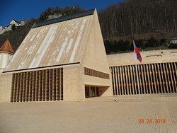 Στο κέντρο της πόλης Βαντούζ βρίσκεται το κτήριο που δίνει πληροφορίες στους τουρίστες.